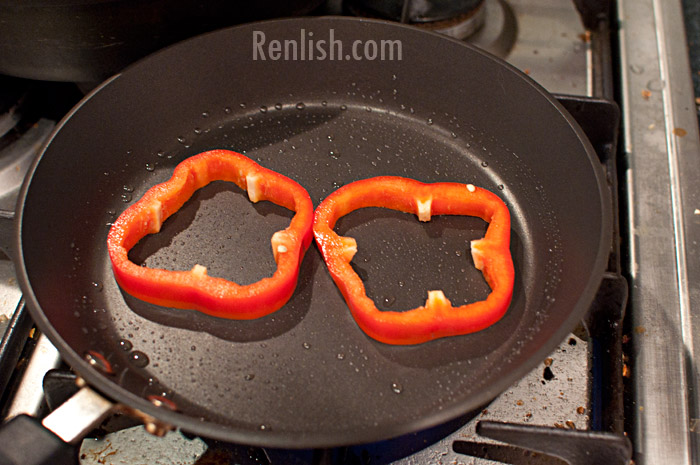 Eggs with Bell Pepper/Capsicum Onion Rings - Renlish.com